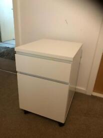 MALM (2 drawer bedside cabinet)