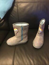 Girls size 9 Skechers boots