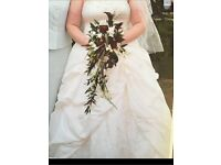 Excellent condition ivory wedding dress