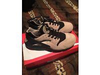 Nike Air Huaraches Size 8