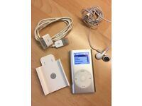 Original iPod mini with box and all the cables in silver 4gb with apple belt clip