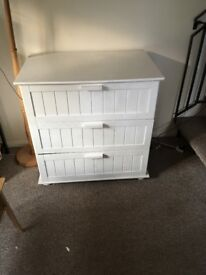 Stylish white chest of drawers