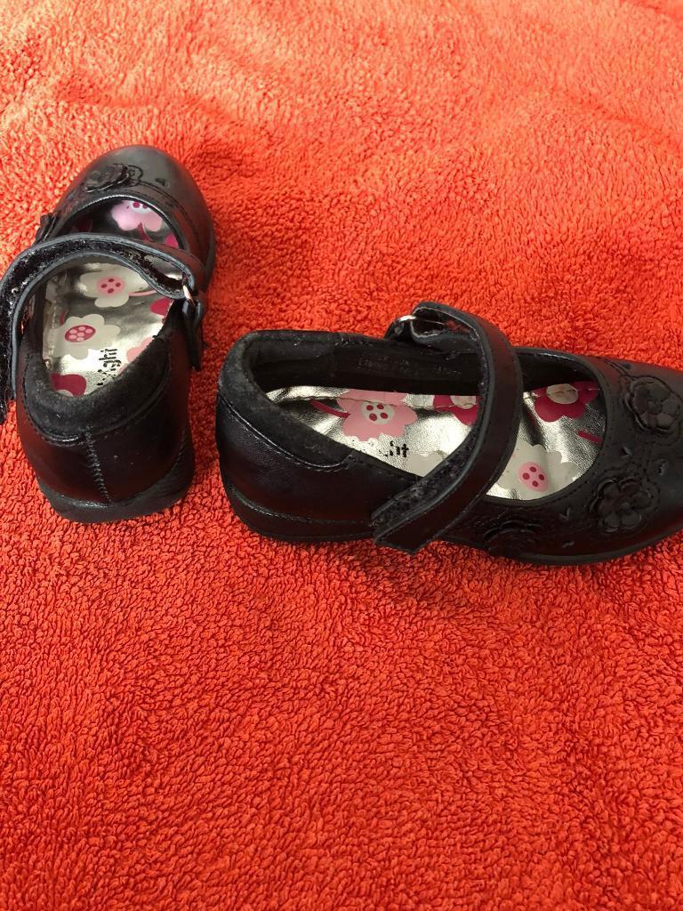 dbd9fb50f6c6 Toddler girl size 6 shoes. Dagenham ...