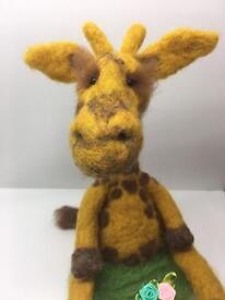 Giraffee figurine / jewellery box / pill box