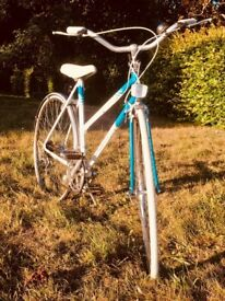 Beautiful 53cm Blue and white vintage retro Raleigh road Bicycle
