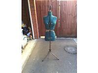 Adjustable dressmaker's mannequin/dummy