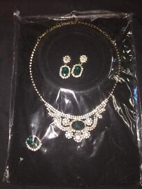 Diamond necklace set with a ring