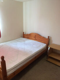 STUDIO Apartment - 5 minute walk to town centre
