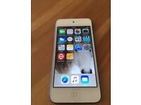 IPOD TOUCH 32 GB VERY GOOD CONDITION