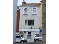 4 BEDROOM PROPERTY WITH SEA VIEWS IN FRONT & BACK