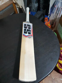 Powerful Cricket Bat 5 Grains 2.8 Pound 35 mm EDGE TOP Grade ENGLISH Willow
