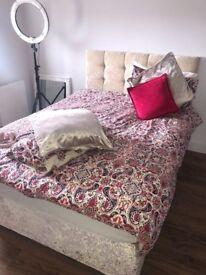 Crushed velvet bed
