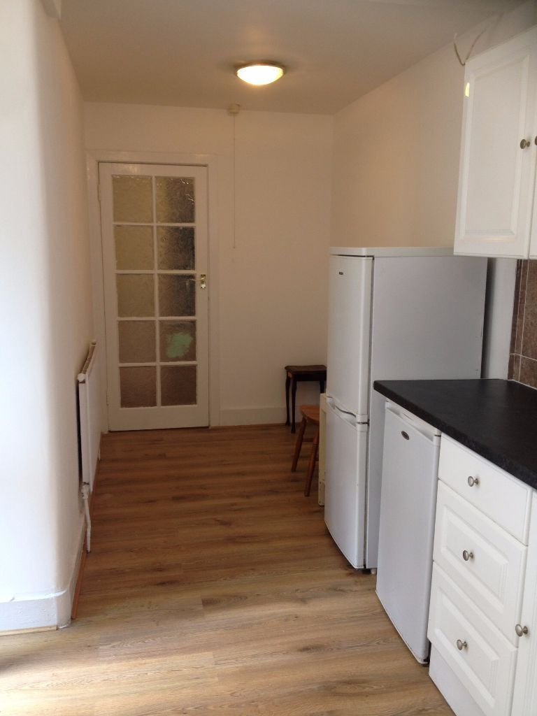 LARGE 1 BED FLAT WITH OWN GARDEN £1200PCM INCLUDES COUNCIL TAX. 5 MIN WALK TO FOREST GATE STATION!
