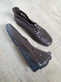 Arche Nirick ladies shoes. Size 5