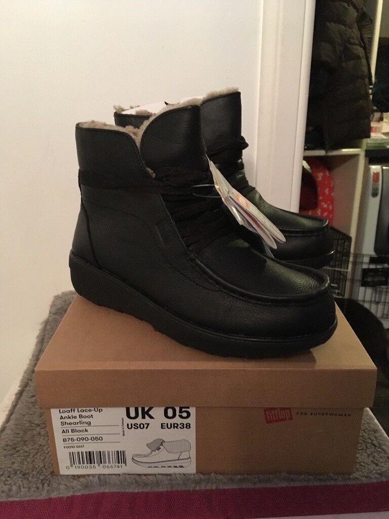 Fitflop Loaff sheepskin lined boots black 5