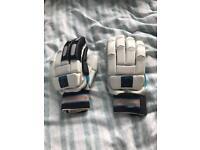 LEFT handed readers USED boys cricket gloves