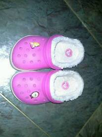 Girls slipper crocs size 10/11