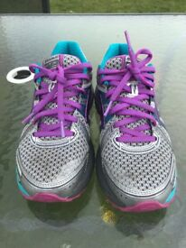 Womans brooks trainers ( gym shoes) Size 5.5