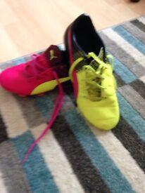 Football booted puma size 4