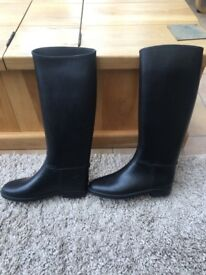 Size 7 horse riding boots. Excellent condition. £5. Pick up only please.
