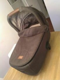 Mamas & Papas Flip XT2 brown Carrycot (£120 new) excellent central London bargain