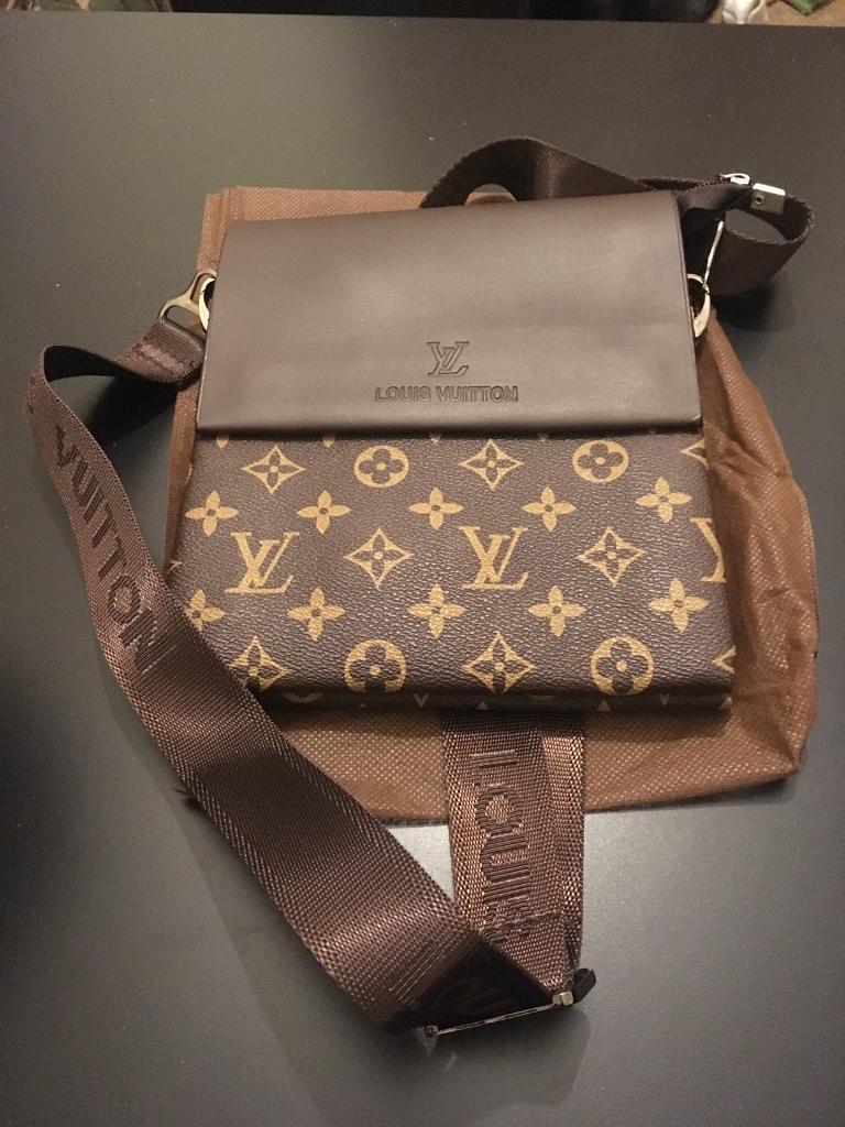 3047ea8f5744 Louis Vuitton Side Bag