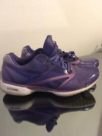 Reebok easytone trainers / running shoes. Size 4