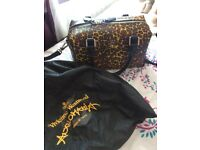 Vivienne Westwood Leopard print bag has detachable strap .Beautiful inner lining , zipped pocket