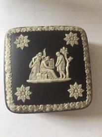 Wedgewood jasperware Black - trinket box
