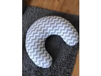 Nursery feeding pillow