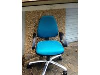 Comfy green swivel office chair