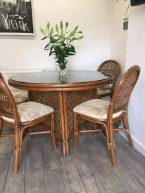 Dinning table and 6 chair's