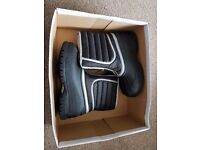 New With Box Clarks Snow Hike Boys Boots Size 2 G