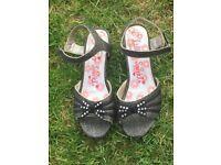 Girls sandals/heels