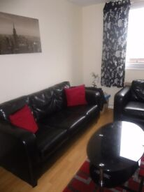 EXCELLENT ROOM IN A CLEAN AND TIDY 2 BEDROOM FLAT (Bills inclusive)