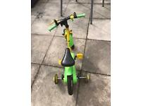 Child's bike with detachable stabilisers