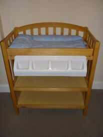 Mamas and Papas changing table/station with bath in excellent condition.