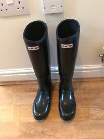 Genuine Hunter wellies - Size 5, tall, gloss black, neoprene lined.