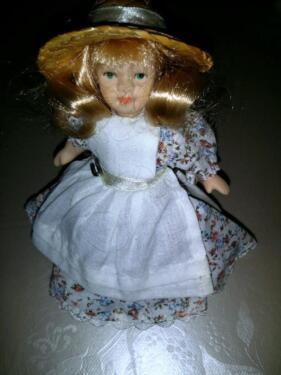 Füsse aus Porzellan gebraucht Arme Puppe 42cm groß Kopf