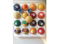 Sets of pool and snooker balls