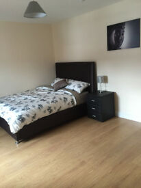 Large Double Room Available in Wellesley Avenue - 5 Minutes from Queens - All Bills Included!