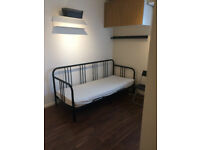STUNNING EN-SUITE DOUBLE ROOM AVAILABLE FOR RENT IN CHADWELL HEATH