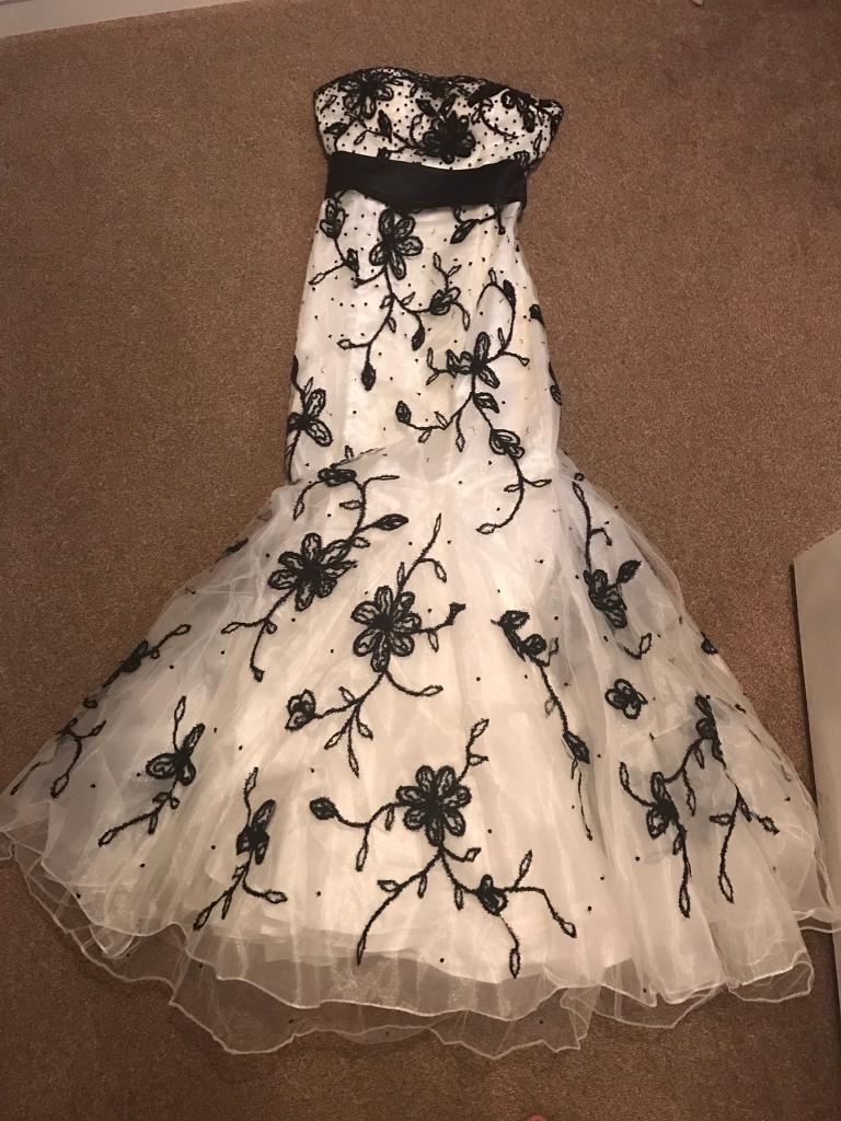 Stunning Black & White Dynasty London Fishtail Prom Dress / Ball ...