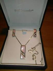 PAUL KENNEDY PENDANT AND EARRINGS SET, IN SILVER, AND MOTHER OF PEARL