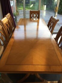 Reduced dining table x 6 chairs