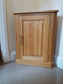 Small, Solid Oak, Corner Cupboard- in very good condition.