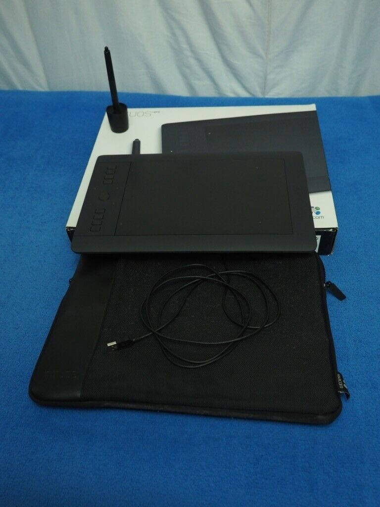Wacom Intuos Pro Professional Creative Pen and Touch Tablet Medium - MINT -  Free CASE!   in Wimbledon, London   Gumtree