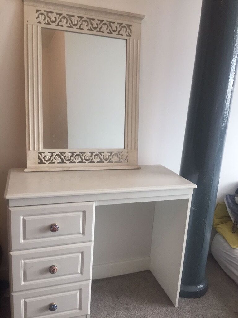 White bedroom furnitureBedside table, dresser and mirrorin ManchesterGumtree - White bedroom furniture with lovely handles. Dresser/Mirror/Bedside table. The mirror is quite stained (only makeup) so with a proper clean or some paint would easily be covered. £30 or nearest offer for it all collection only! M4 5BZ ideally to be...