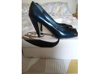 Ladies peep toe court shoe