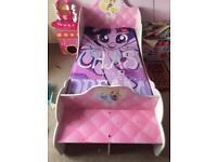 2 Disney princess carriage beds
